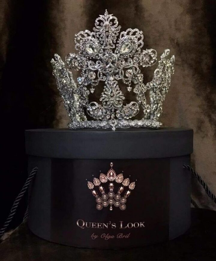 Crown Queens Look